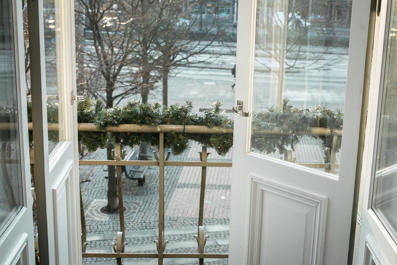 hotell-eggers-lotta-lundberg-skriva-manus-dromma-balkong